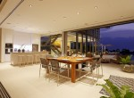 20-Villa Roxo - Kitchen and dining area by night